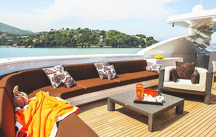 zaliv-private-luxury-yacht-2.jpg