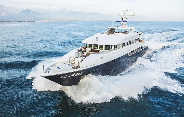 zaliv-private-luxury-yacht-4.jpg