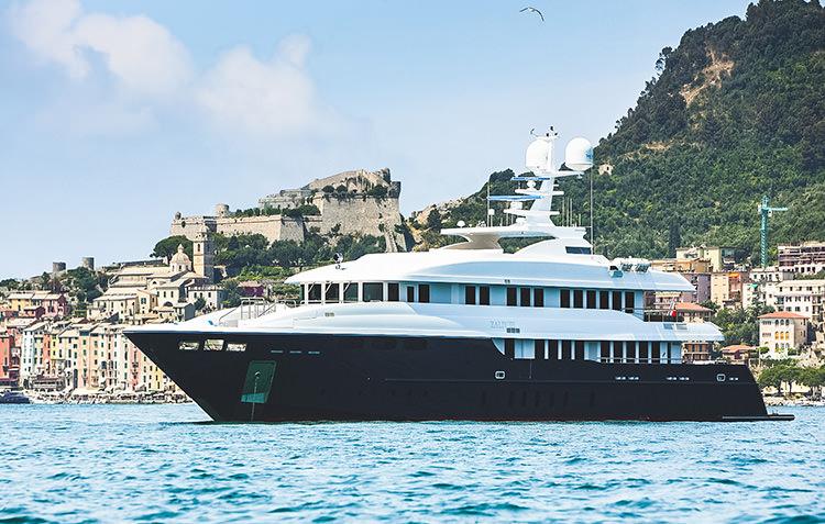 zaliv-private-luxury-yacht-5.jpg