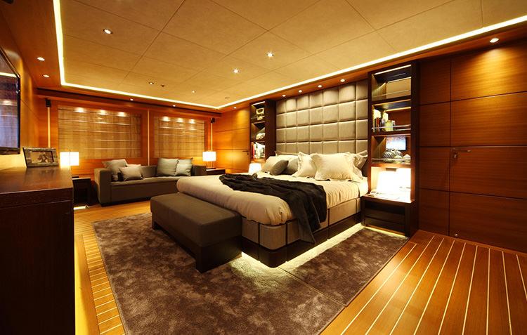 zaliv-private-luxury-yacht-7.jpg