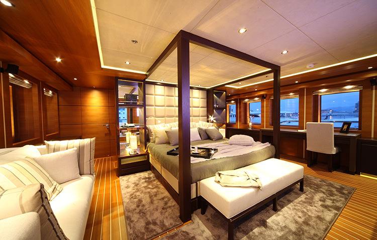 zaliv-private-luxury-yacht-8.jpg