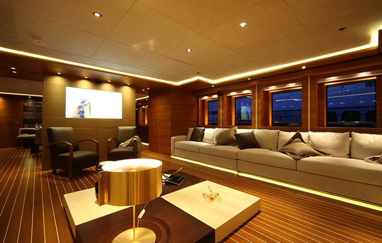 zaliv-private-luxury-yacht-10.jpg