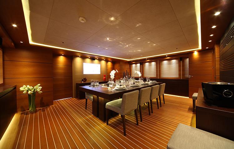 zaliv-private-luxury-yacht-11.jpg