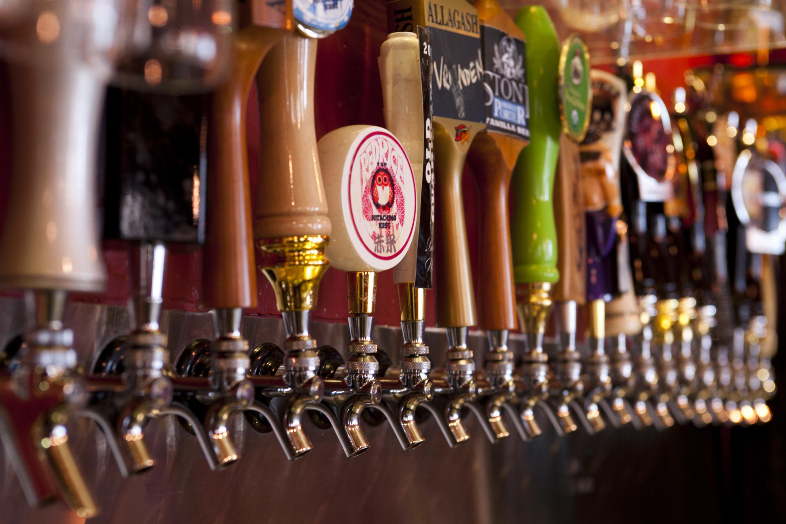 Far Bar Little Tokyo Beer Taps