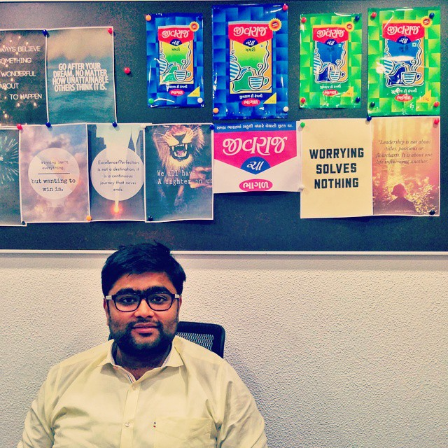 #Day1 -  So after a hectic day of shooting, met Dheer (Jivraj Tea) for a packaging shoot and ad film he wants me to do for him :)   #GreatInstagramExchange   #Nexus5  #OneWeekInLifeOfAWeddingPhotographer