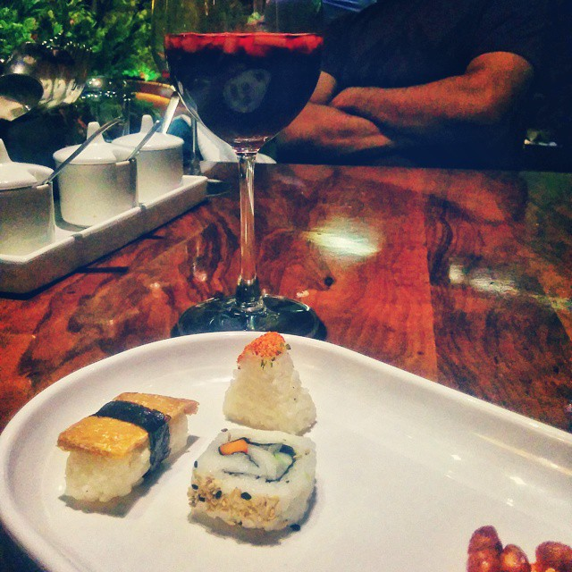 #Day2 -  I always make sure to have a little time at hand when visiting Bombay in between journeys. And have made it a ritual to visit new food joints and try out different cuisine... Trying out #GlobalFusion today. Fantastic place! #SushiAndSangria Date :)    #OneWeekInLifeOfAWeddingPhotographer   #Mumbai #Nexus5