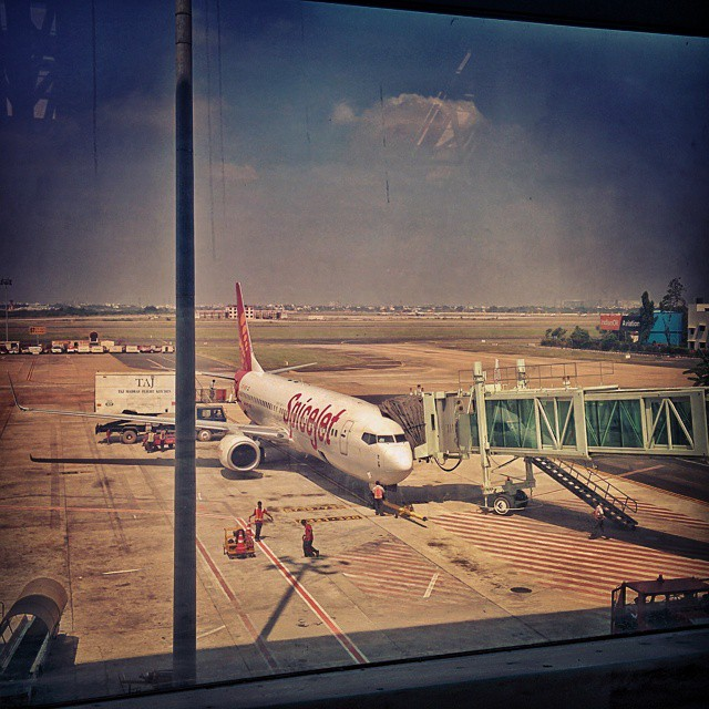 #Day7 -  Mandatory travel photo! And poor connectivity of #SuratAirport making my life unnecessarily difficult since forever!!! Taking Chennai-Ahmedabad connection today...   #SpiceJet #OneWeekInLifeOfAWeddingPhotographer #PersonalProject