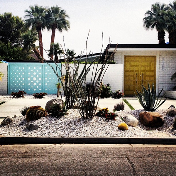 Midcentury modern façade + landscaping perfected