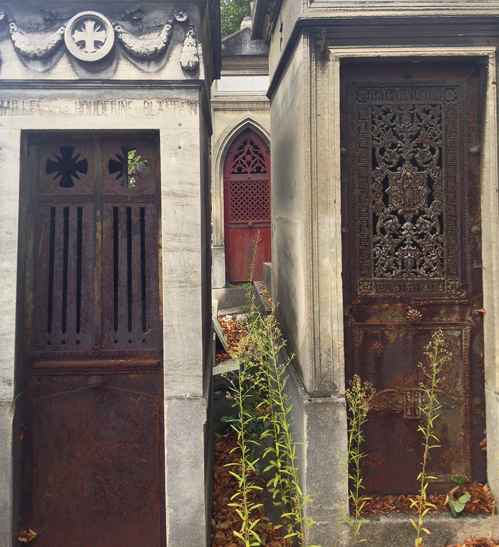 Peek-a-boo tomb doors
