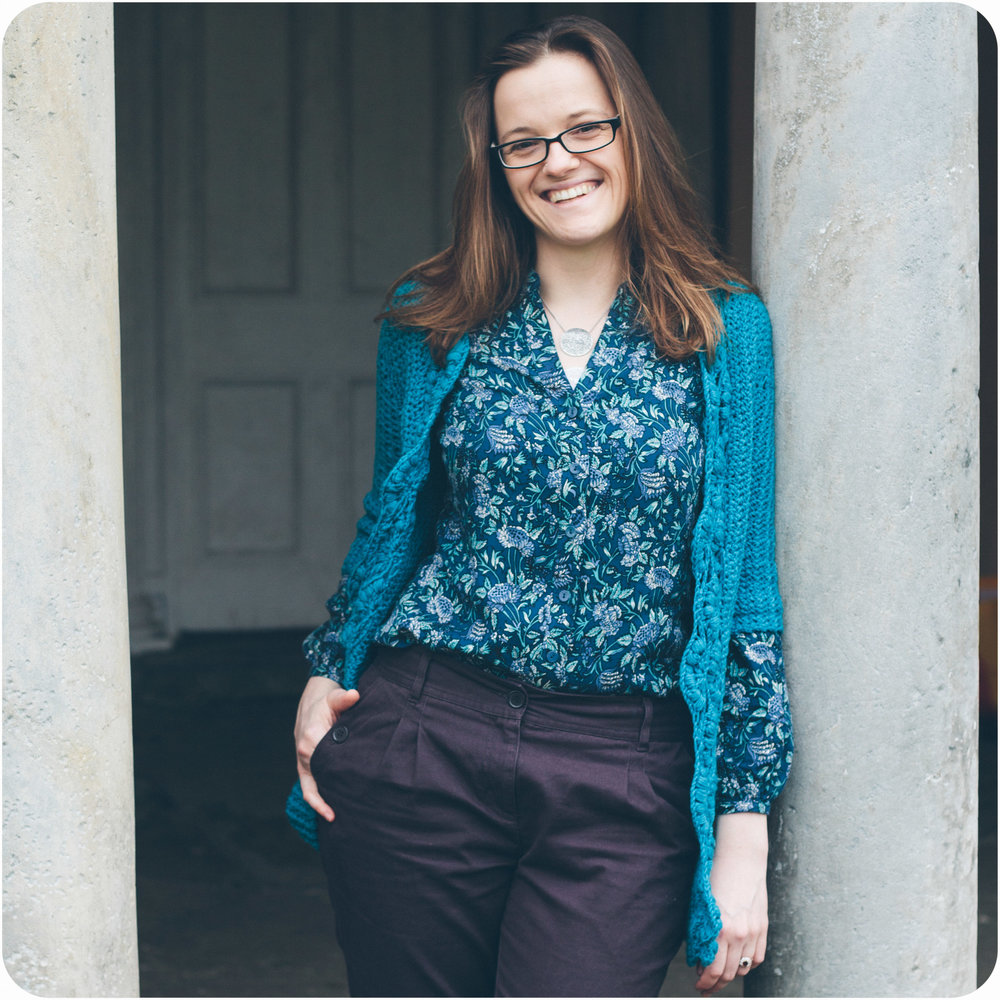 Aruacaria Cardigan has a bobbled and rippled shawl collar.