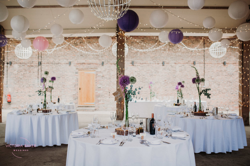 Wedding tabel decor at Barmbyfield Barn | Creative Yorkshire Wedding Photographer