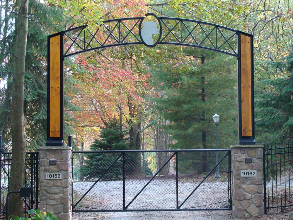 Steel driveway arch