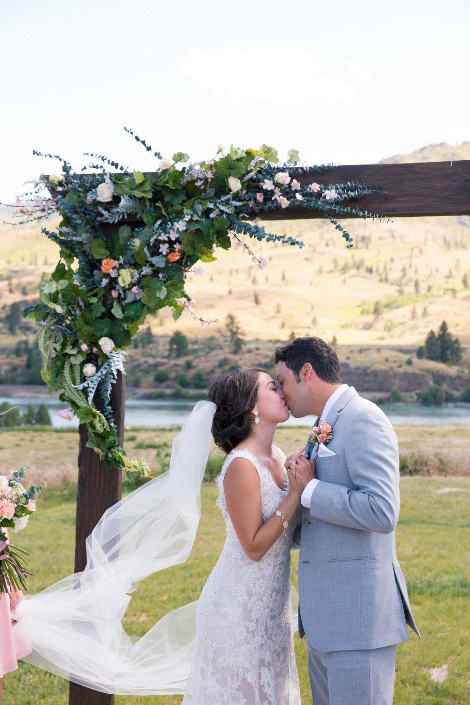 weddings_170623_6d_1267_lr_170901final_4000p72pi.jpg