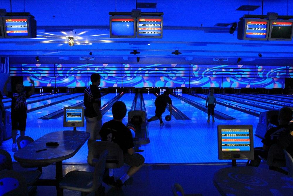 cosmic-bowling-9.jpg