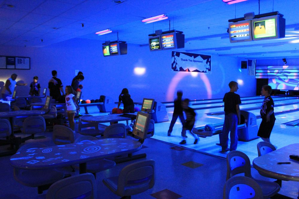 cosmic-bowling-8.jpg