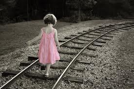 caminar por la via del tren.jpg