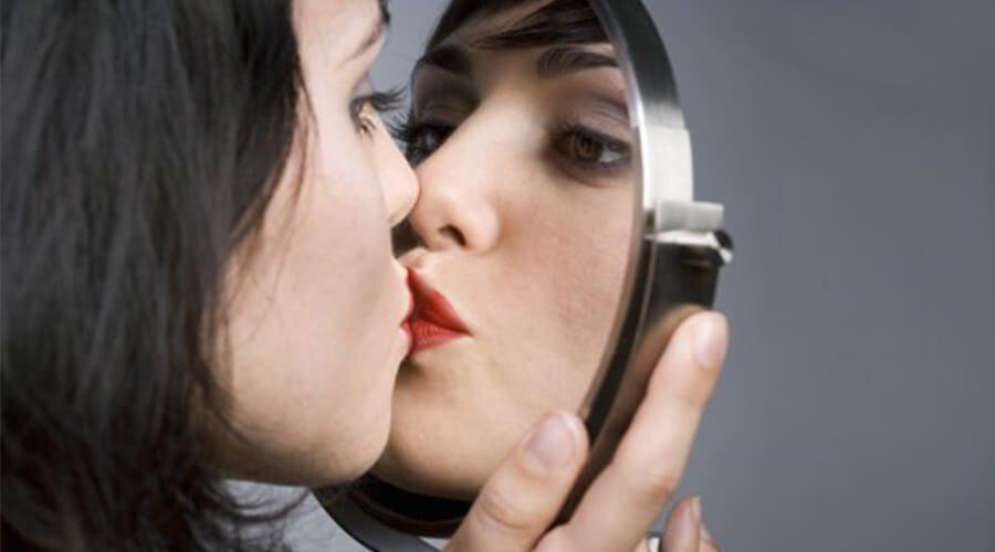 """¿Te-miras-mucho-al-espejo-Cuídate-de-la-""""Captotrofilia""""..jpg"""
