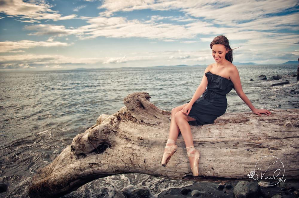 senior portrait at vail studio on whidbey island --9.jpg