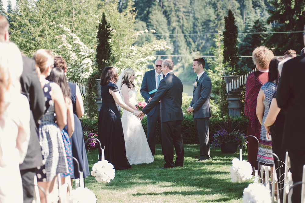 Green Gates at Flowing lake Snohomish wedding-23.jpg