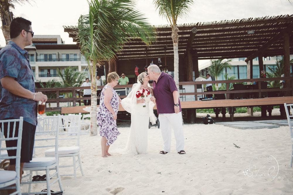 Cancun mexico destinatin wedding-32.jpg