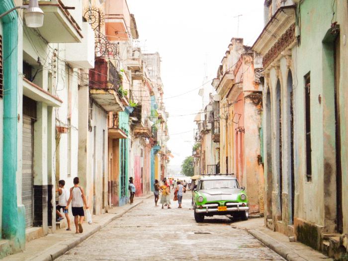 Cuba streets by Sarah Burnett via Entouriste