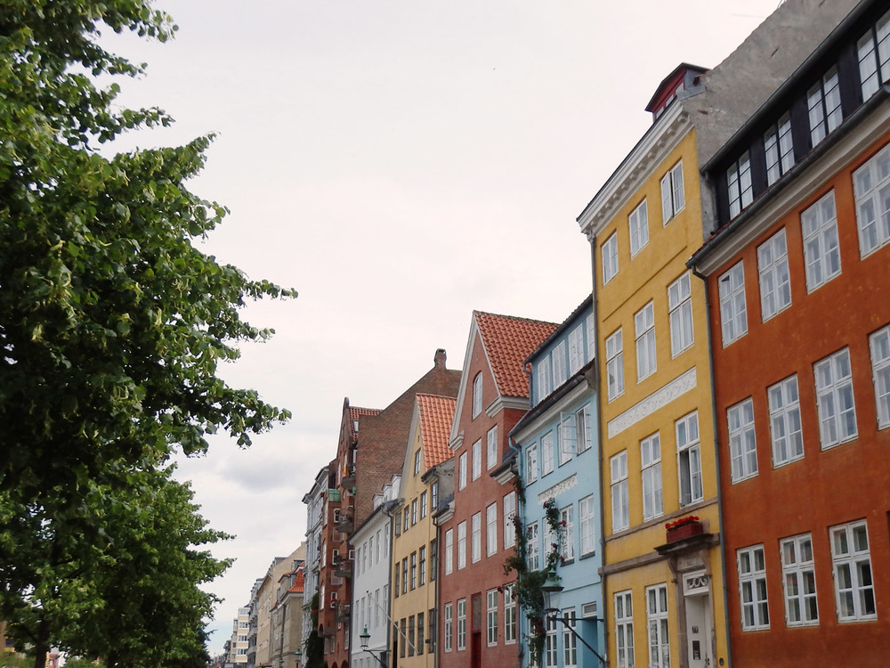 sightseeing-copenhagen-colorful-buildings.jpg