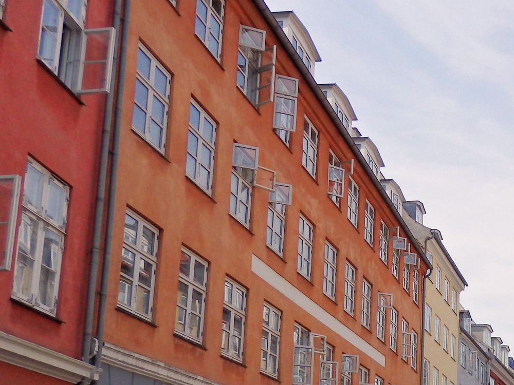 copenhagen-sighseeing-buildings-red-blue.jpg
