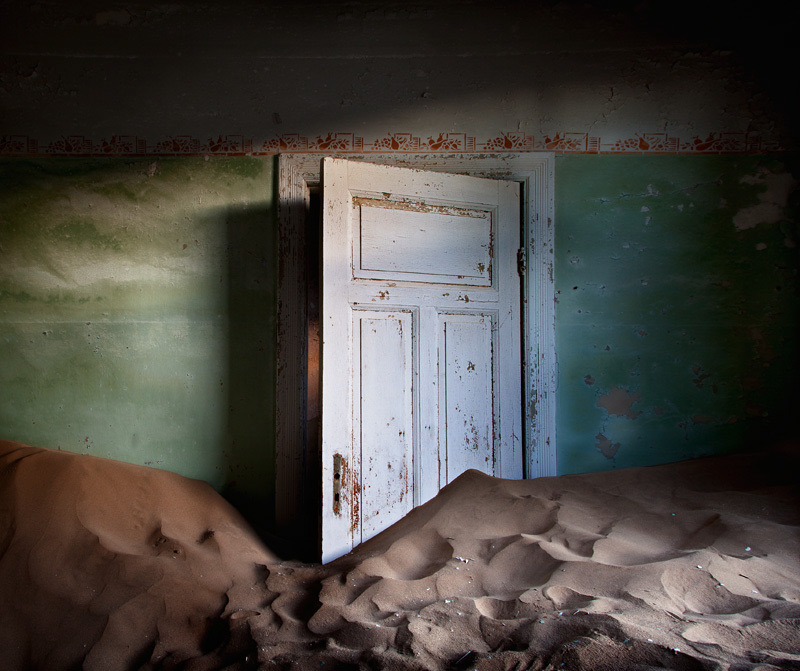 indoor-desert-photos-by-Alvaro Sanchez-Montanes-mining-town.jpg