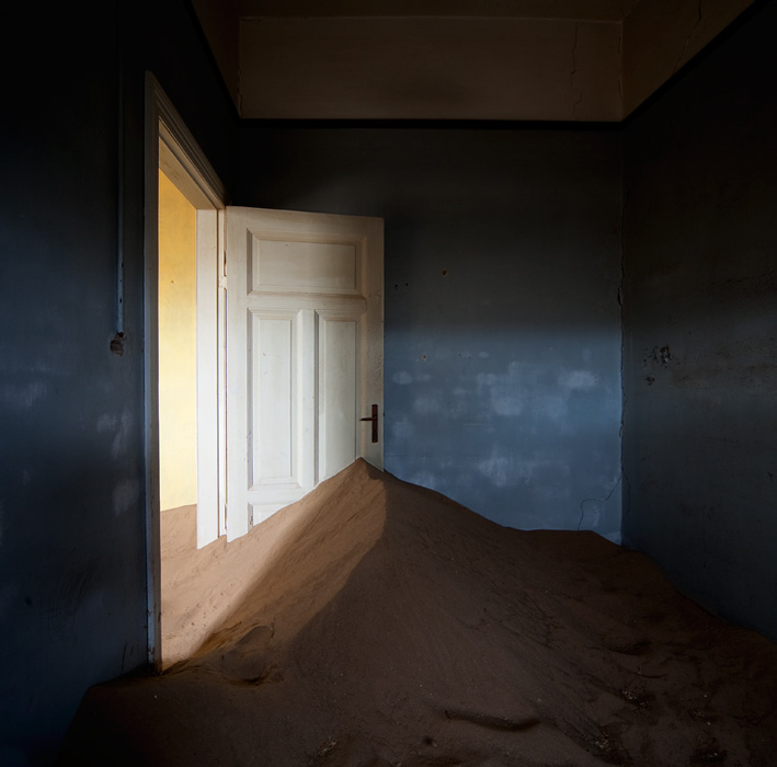 indoor-desert-photos-by-Alvaro Sanchez-Montanes-shadow.jpg