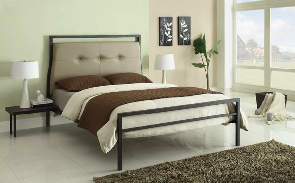 Contemporary platform bed with upoholstered head & night stand