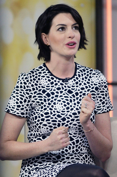 ANNE HATHAWAY ON THE TODAY SHOW - JANUARY 2015 | DOUBLE TUSK DIAMOND RING - DOUBLE DIAMOND BRACELET - SEESIX EARRINGS