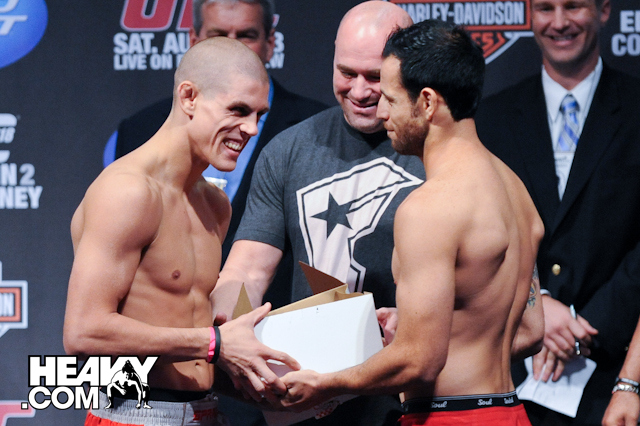 UFC118WeighIn_Joe_Lauzon_Gabe_Ruediger-2