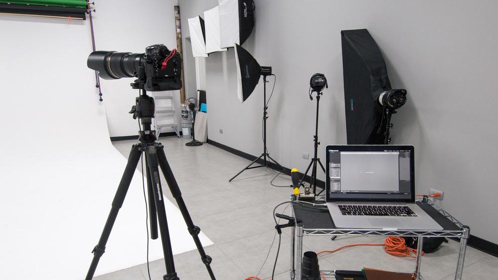 nikon d7100, tamron 70-200mm f/2.8 conectada a una macbook pro con lr