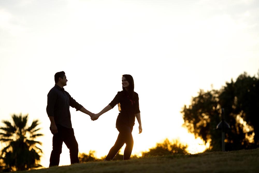 EngagementPhotosCoupleSilhouette