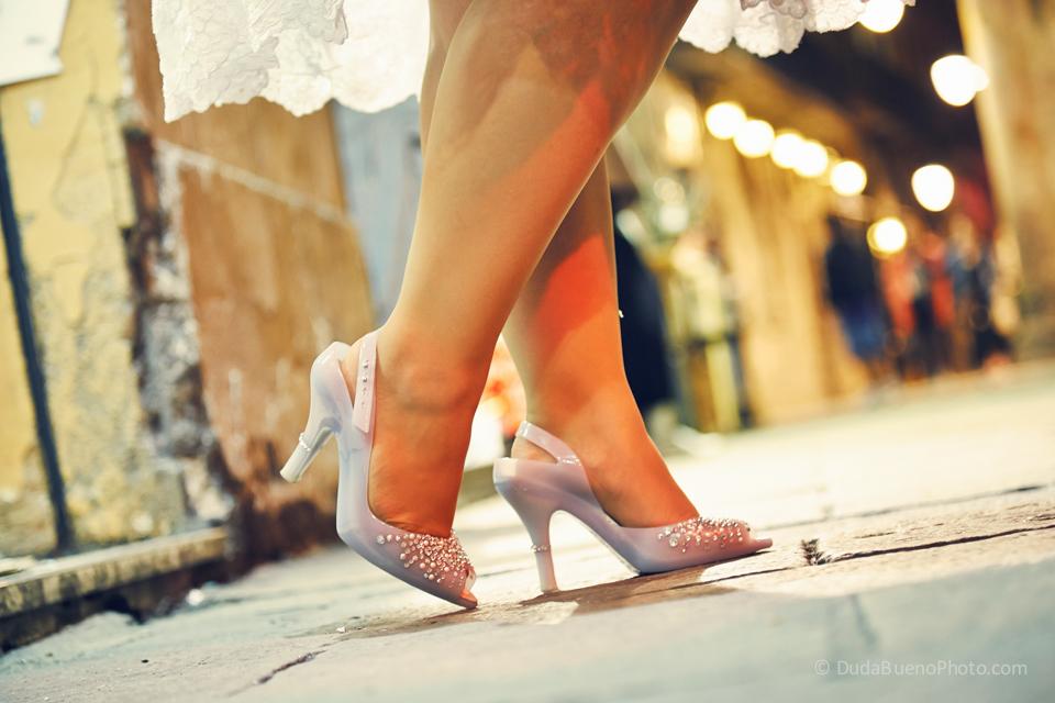 Zapatos de la novia después de la boda en Barcelona