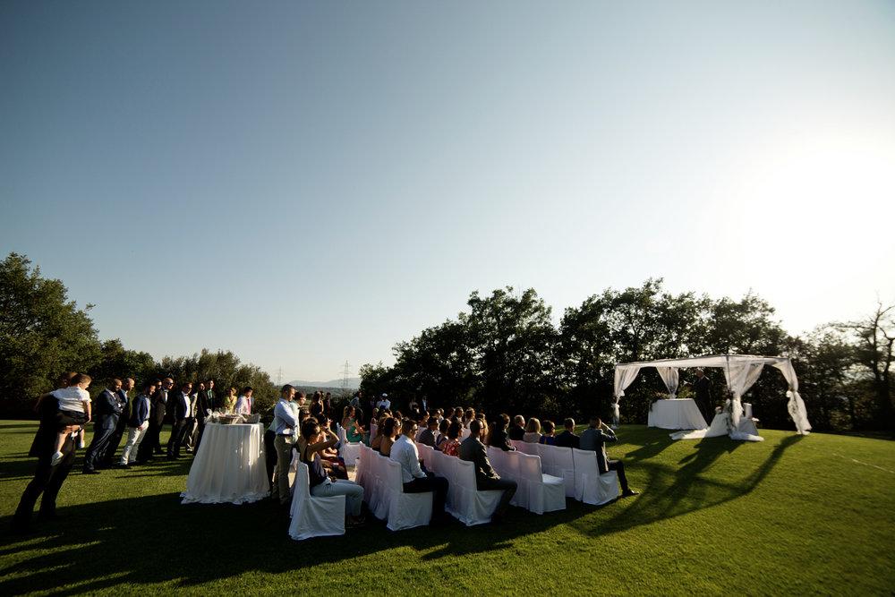 Ceremonia de la boda en los jardines del Serrat del Figaró