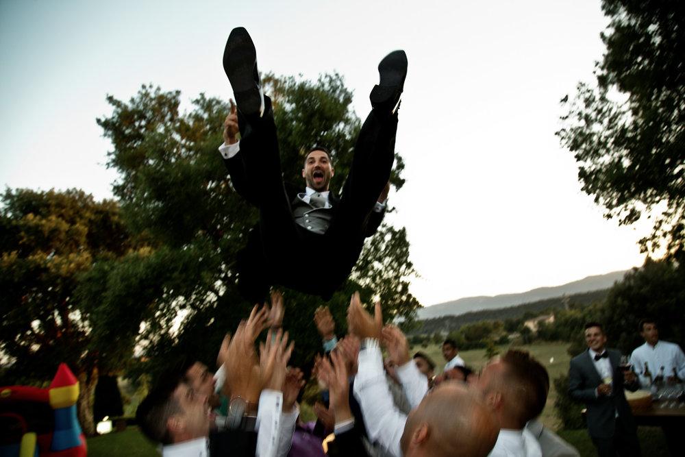 La fiesta de los amigos de Albert en su boda