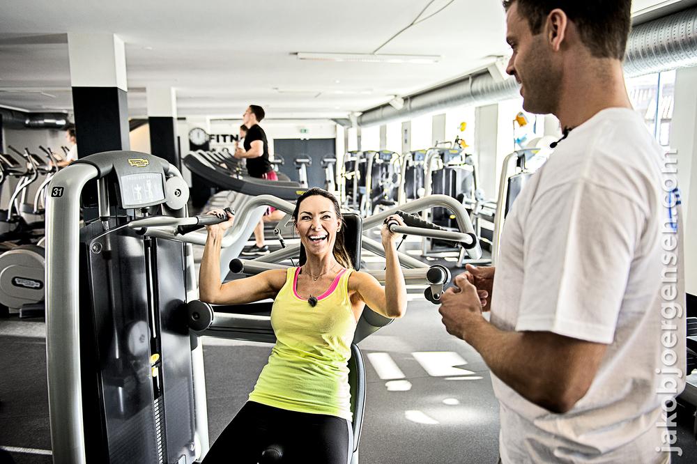 I Fitness World i Boltens Gård, hvor Mascha Vang får undervisning af en personlig træner