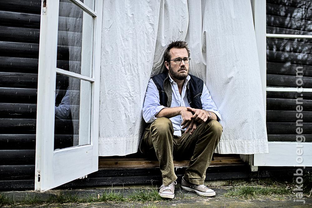 Jeppe Nybroe i huset, hvor interviewet foregik.