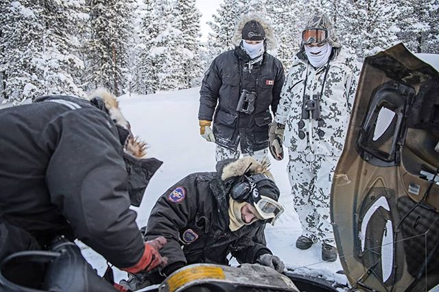 When it is cold things tend to stop working. Here it is @nordguide.se and Petter #working on the #snowmobile trying to make it start.  @greatdane_hunting and @alwayshunting.dk doing their best helping by looking 😀  #reportage for @jagtvildtogvaaben Trip arranged by @nordguide.se - whom actually just got a new snowmobile 😀  #jaktbilder #jakt #jagt #winter #photojournalism #nikond5 #nikon #coldadventures #capercaillie #birdhunting #swedishlapland #sweden #lapland #sverige #skogsfugljakt #snow #itsinmynature