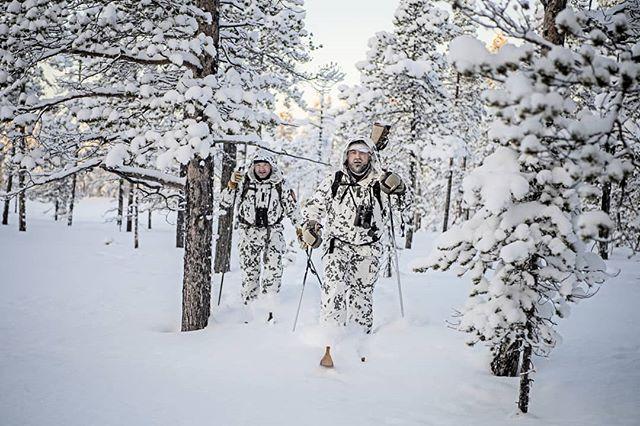 @alwayshunting.dk & @greatdane_hunting on the #hunt for #capercaillie in the #wilderness in #swedishlapland  Reportage for @jagtvildtogvaaben  Hunt arranged by @nordguide.se  #lapland #sweden #photojournalism #nikond5 #nikon #d5 #snow #skogsfugljakt #jaktbilder #jakt #sverige #itsinmynature #intotheunknown