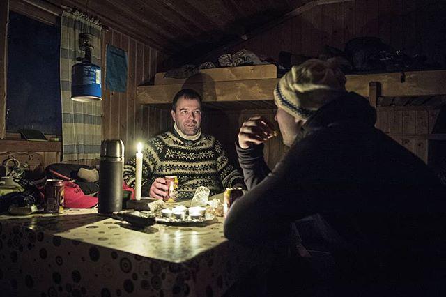 @simonstaffeldtschou having a #beer with our guide Petter in the warm #cabin after a #coldday #hunting for #capercaillie in #swedishlapland.  #hunt arranged by NordGuide  #reportage for @jagtvildtogvaaben  #lapland #afterhunt #skogsfugljakt #jaktbilder #jakt #jagt #itsinmynature #coldadventures #sweden #sverige #photojournalism #birdhunting #cosy #adventure #d5 #nikond5 #nikon #friluftsliv #thegreatwild #tiur #outinthewoods #lifeinswedishlapland