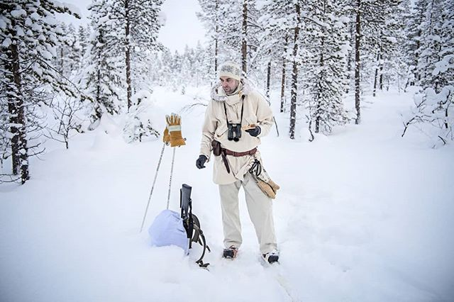 @simonstaffeldtschou having a short #break in #swedishlapland on the #hunt for #capercaillie. The sandwich is quite crisp when it is -30C or colder 😀  #reportage for @jagtvildtogvaaben Trip arranged by @nordguide.se  #sverige #sweden #lapland #itsinmynature #skogsfugljakt #jaktbilder #jakt #jagt #skiing #wilderness #winter #coldadventures #snow #d5 #nikond5 #nikon #hunting #coldday #eating