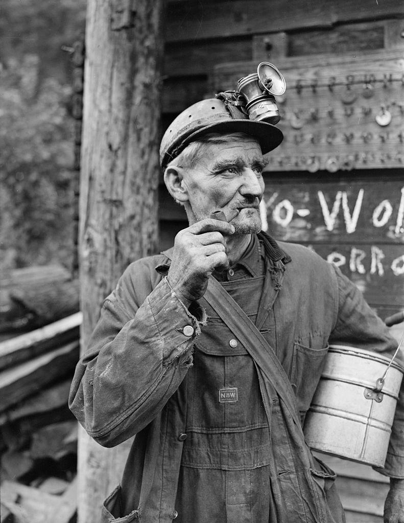 791px-A_miner._P_V_&_K_Coal_Company,_Clover_Mine,_Lejunior,_Harlan_County,_Kentucky._-_NARA_-_541294.jpg