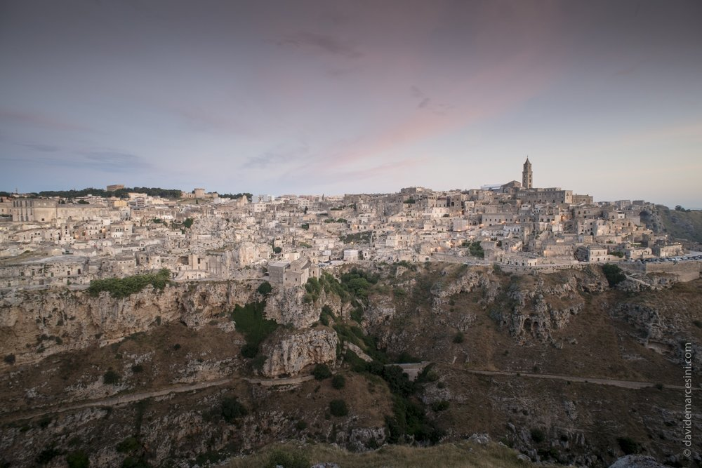 Matera all'alba vista dalle Murge