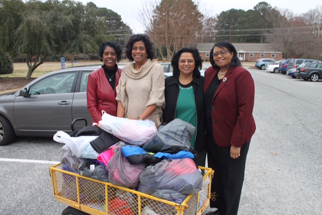 Williamsburg Alumnae sorors provide Coats to Headstart