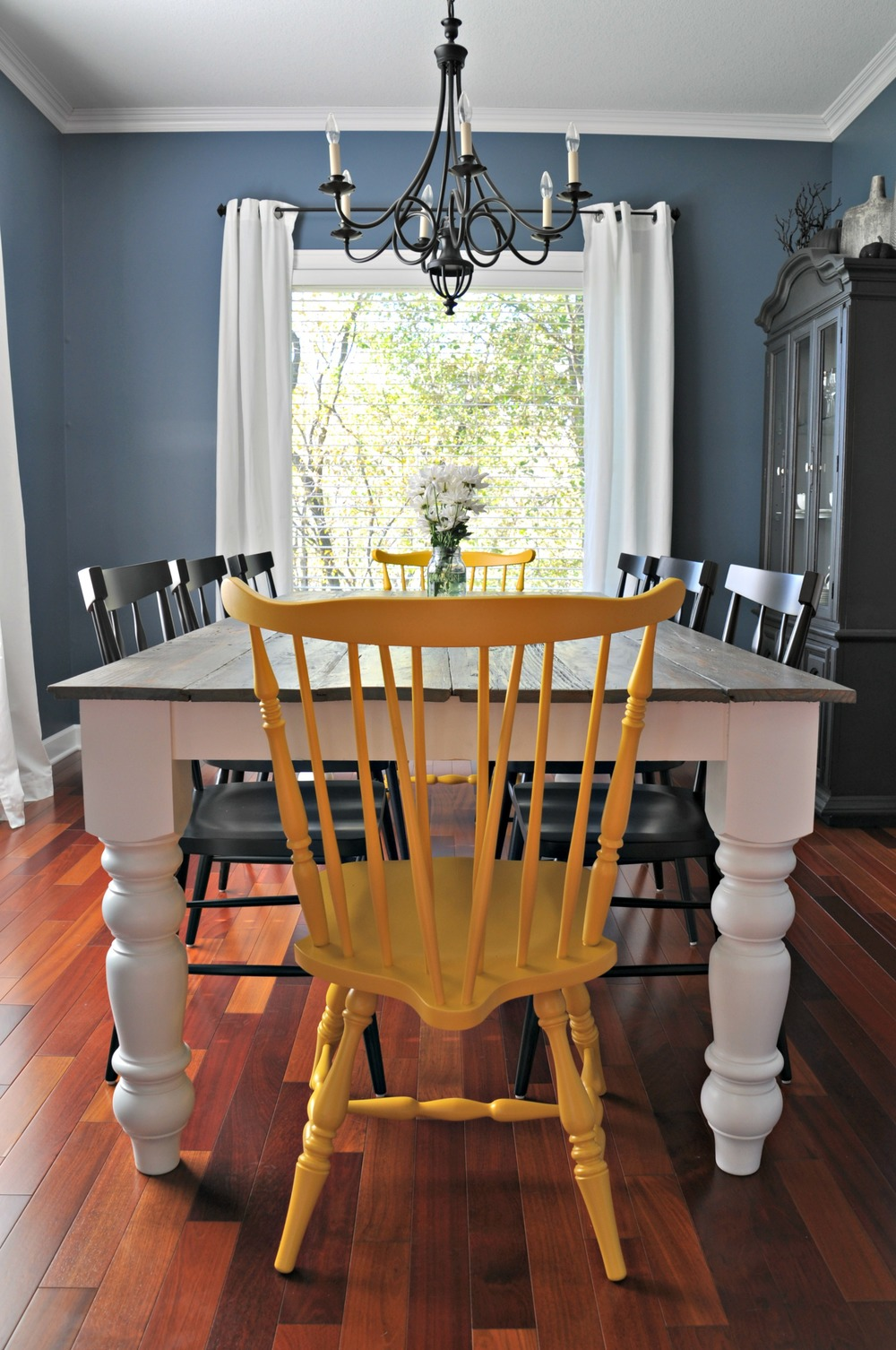 Rustic farmhouse dining room - Rustic Farmhouse Dining Table Decor And The Dog