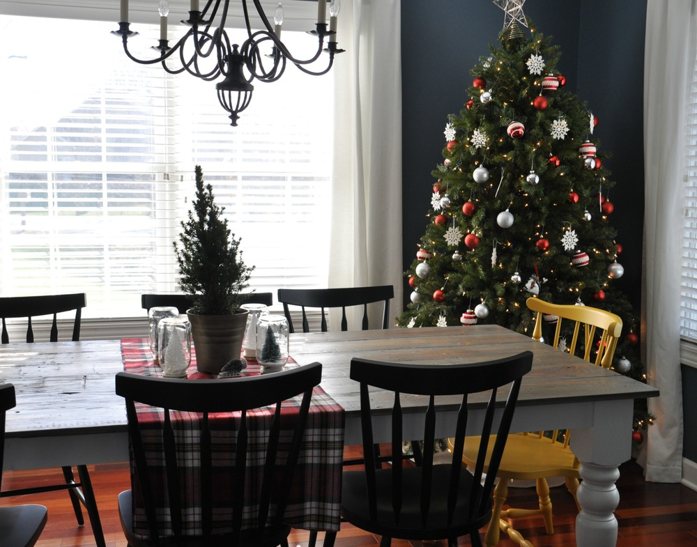 christmas dining room.jpg