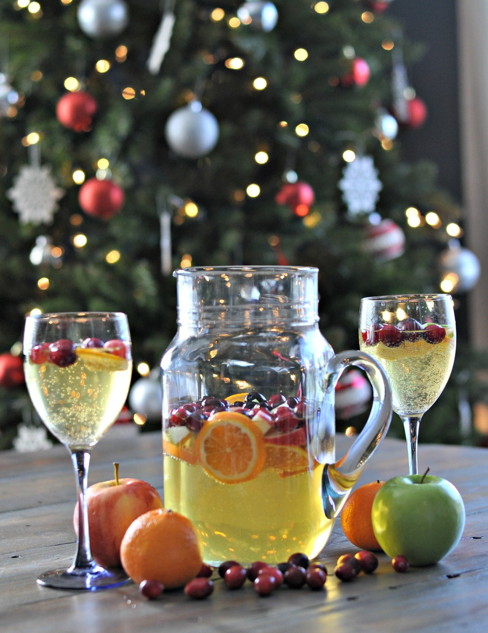 Holiday Sangria from Decor and the Dog | Christmas Cocktails