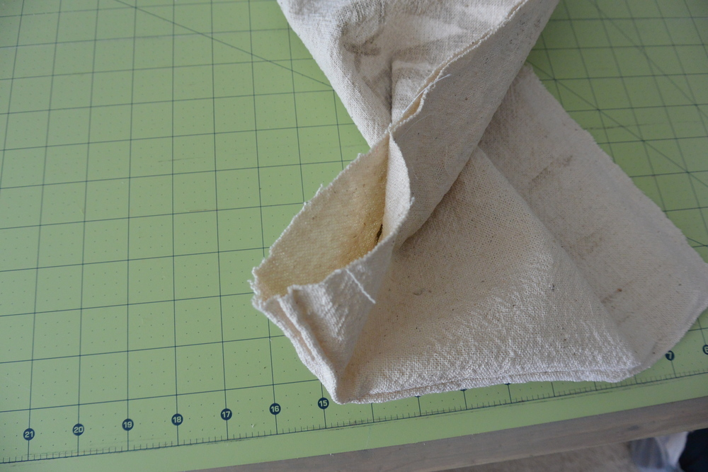 Ad/Grain/Feed Sack Pillow Tutorial | Decor and the Dog